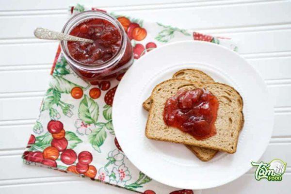 cách làm mứt dâu tây ăn với bánh mì