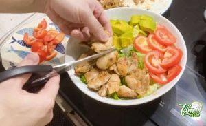 Trấn Thành Salad đùi gà rút xương
